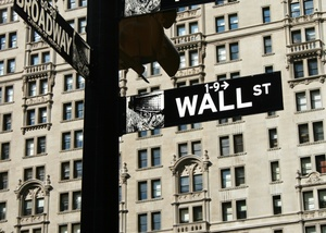 A close up picture of the Wall Street sign.